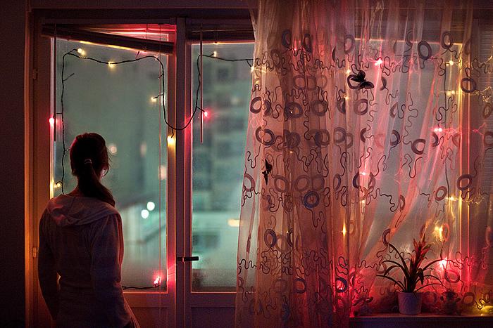 Женщина у окна.