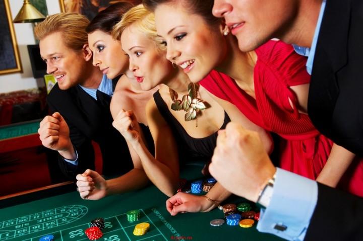 В казино.